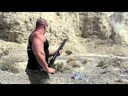 Żona Hardcorowego Koksa uczy sie strzelać