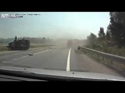 Cysterna uderza w samochód