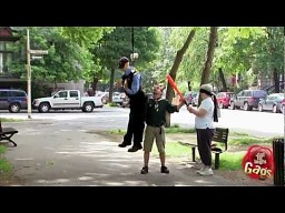 Ukryta kamera: pacnij bejsbolem policjanta