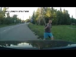 Wyskoczył z samochodu