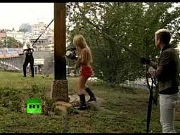 Femen ścinają krzyż w obronie Pussy Riot