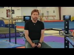 Chuck Norris i jego syn na siłowni