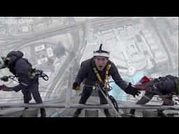 Mycie okien w Burj Khalifa