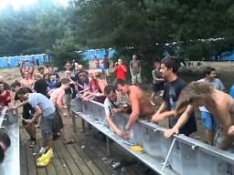 Woodstock 2012 - Co robią ludzie gdy z kranów nie leci woda?