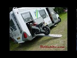 Motocykl w kamperze