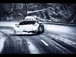 Lambo i śnieg