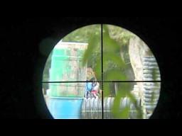 Paintball - widok z celownika umieszczonego na broni