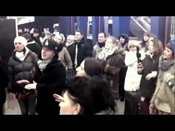 """Spontaniczne """"We found love"""" na Dworcu Centralnym"""