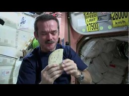 Robienie kosmicznej kanapki