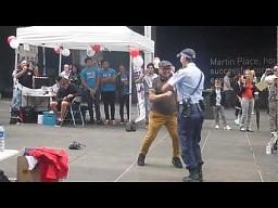 Tańcząca policjantka