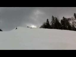 Grupowy backflip na nartach