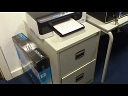 Dokumenty same się chowają do szuflady