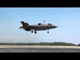 Myśliwiec F-35B startuje i ląduje pionowo