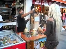 Blondynka chce loda