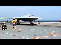 X-47B ląduje na lotniskowcu