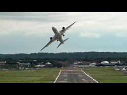 Wojskowy pilot w pasażerskim samolocie