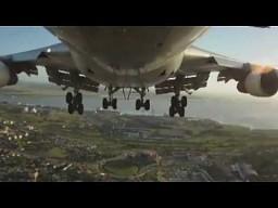 Widok z kamery przypiętej do przedniego podwozia Boeinga