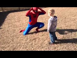 Spider-Man zaskakuje dziecko
