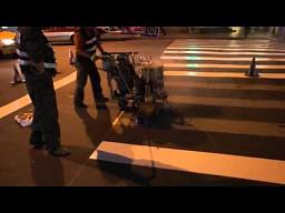 Tak maluje się pasy na przejściu dla pieszych w Chinach