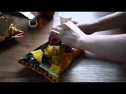 Jak otwierać paczkę chipsów?