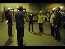 Hymn Islandii śpiewany na stacji metra