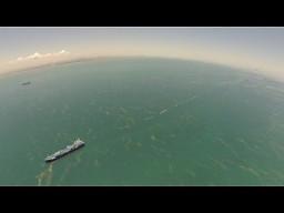 Ocean z lotu ptaka nagrywany helikopterem RC