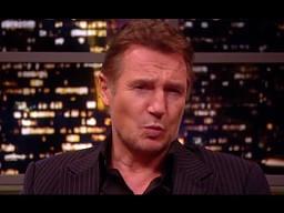 """Liam Neeson recytuje """"Boyfriend"""" Biebera"""