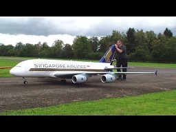 Zdalnie sterowany A-380 Singapore Airlines