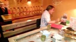 Żart z karaluchem w restauracji