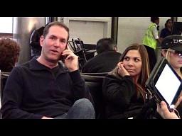 Telefoniczne rozmowy na lotnisku