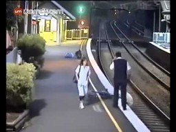 Wpadł pod pociąg