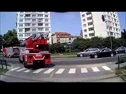 Alarmowy przejazd wozów strażackich z Gdańska