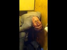 Drzemka w toalecie