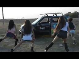 Taniec dziewczyn i...