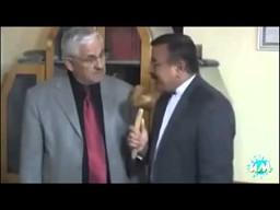 Nietypowy mikrofon dziennikarza