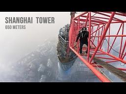 Rosjanie sfilmowali swoją nielegalną wspinaczkę na Shanghai Tower (650 metrów)