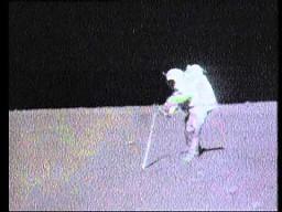 Astronauta upuścił młotek...