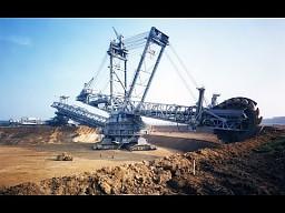 Największa maszyna jeżdżąca na świecie - 13,500 ton!