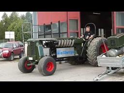 Traktor 38,8 litra V12