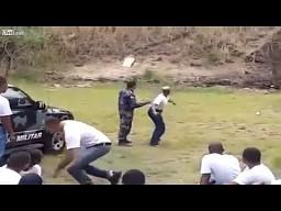 Policjantka z granatem