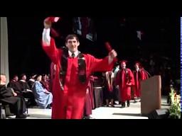 Odebranie dyplomu z backflipem