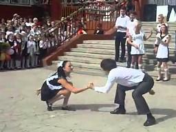 Dziki taniec rosyjskich gimnazjalistów