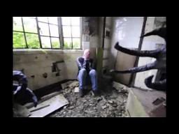 Człowiek-Sowa straszy ludzi w opuszczonym szpitalu...