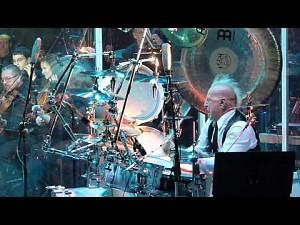 Mike Terrana na perkusji