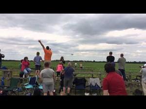 Niski przelot F16 na Waddington Airshow