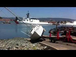 Wyciąganie łodzi z wody