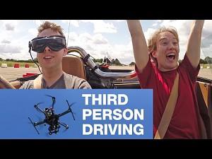 Kierowanie samochodem z perspektywy trzeciej osoby (drona!)