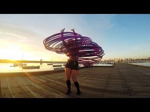 Dziewczyna i 30 hulahopów