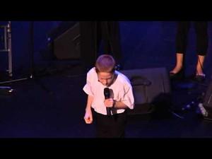 Niewidomy i autystyczny chłopiec o głosie anioła