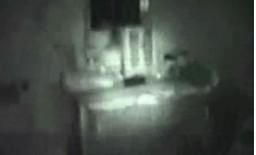 Pewnej nocy w ciemnym pokoju